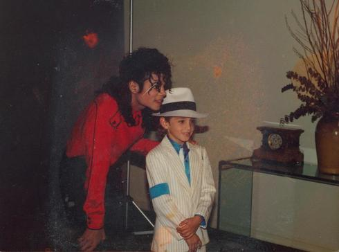 Michael Jackson y el niño Wade Robson en el documental 'Leaving Neverland'.