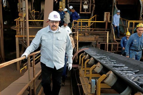 Nicolás Maduro visita un complejo siderúrgico en Ciudad de Guayana (Venezuela).
