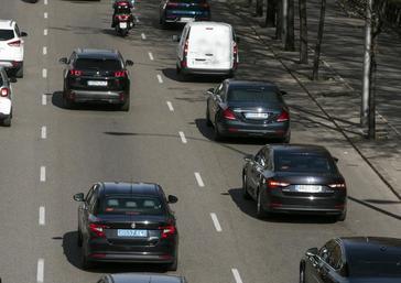 Varias VTC circulando por el Paseo de la Castellana durante la huelga de taxis.