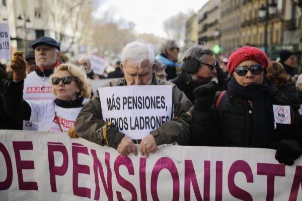 Imagen de la manifestación de  pensionistas, taxistas y estudiantes celebrada el mes pasado en Madrid.