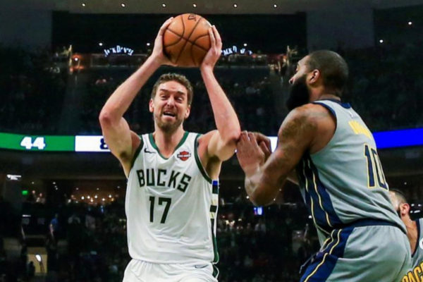 ME01. MILWAUKEE (EE.UU.), 07/03/2019.- Kyle O'Quinn (d) de los Pacers en acción contra <HIT>Pau</HIT> <HIT>Gasol</HIT> (i) de los Bucks este jueves, durante un partido de NBA entre Indiana Pacers y Milwaukee Bucks, en el Fiserv Forum de la ciudad de Milwaukee, Wisconsin (EE.UU.).  PROHIBIDO SU USO POR SHUTTERSTOCK