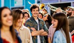 Fiesta y charanga en el estreno de 'La venda' de Miki para Eurovisión