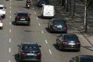 Varias VTC, en la Castellana, durante la huelga de taxis.