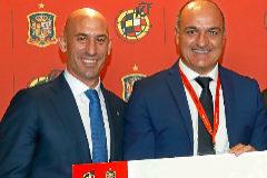 Luis Rubiales y Andreu Subies, durante la entrega de premios de la RFEF.
