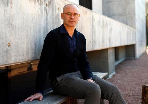 El profesor, novelista, poeta y ensayista José Sánchez Tortosa.