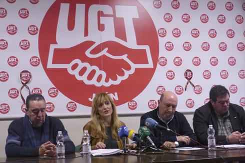 Carmen Castilla, junto  a otros dirigentes de UGT-A en un acto en Jaén.