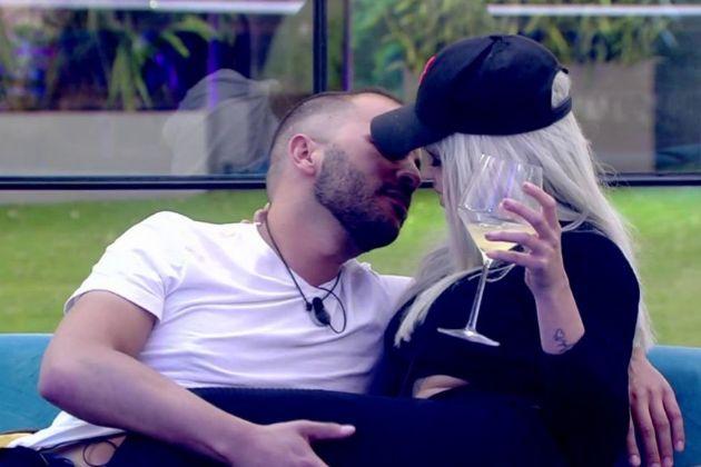 Antonio Tejado e Ylenia, a punto de besarse en GH Dúo en Telecinco