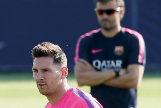 Messi, con Luis Enrique detrás, en un entrenamiento del Barça en 2014.