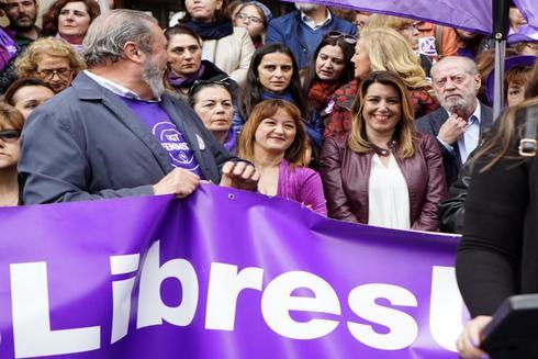 Susana Díaz, este viernes en la manifestación en Sevilla por el 8M.