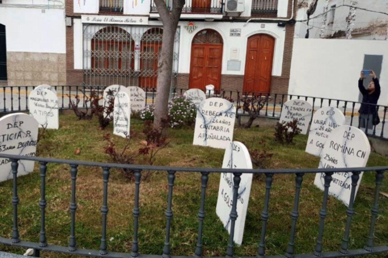 Un total de 64 lápidas han sido colocadas hoy en distintas plazas de...
