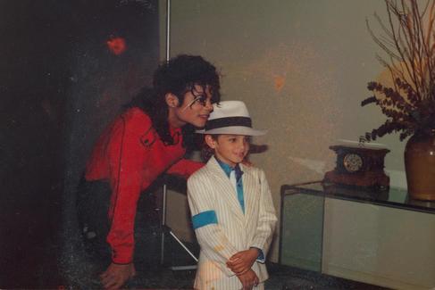 Michael Jackson y el niño Wade Robson en el documental 'Leaving Neverland'.