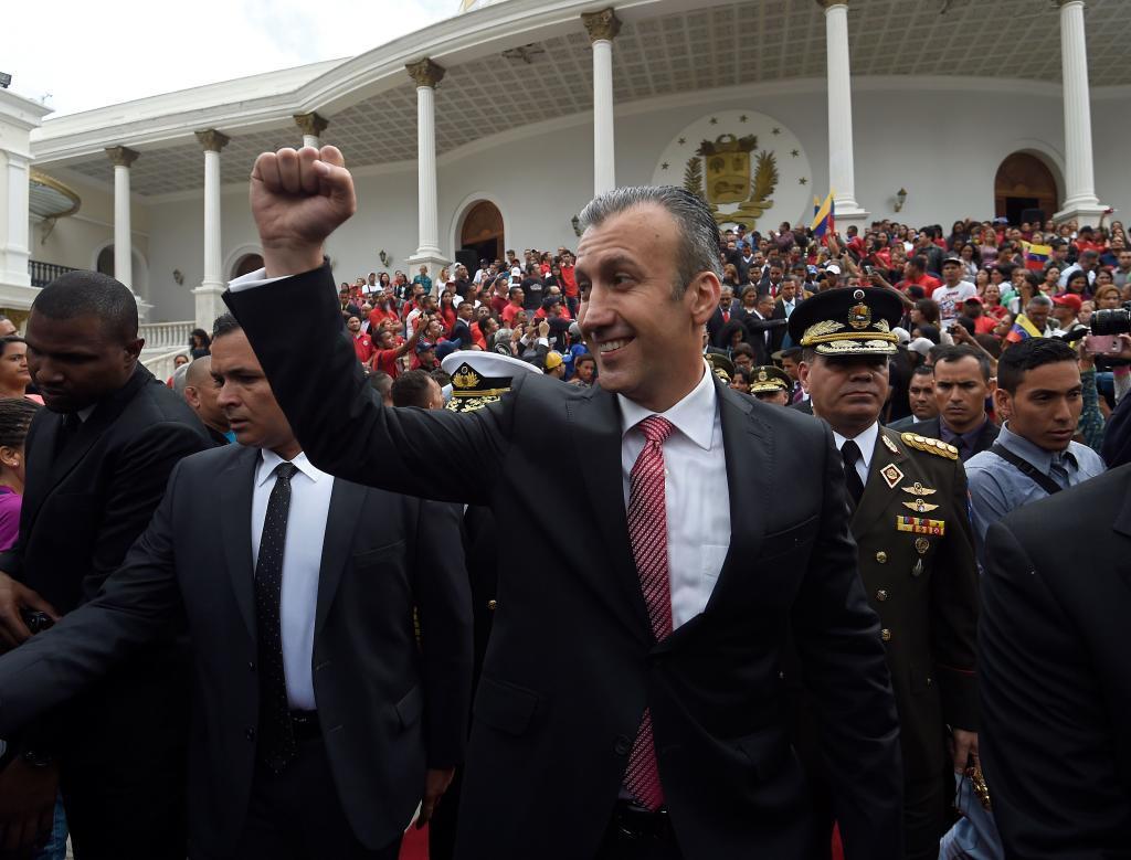 El ministro de Industria venezolano, Tareck El Aissami, celebra el Día de la Independencia.