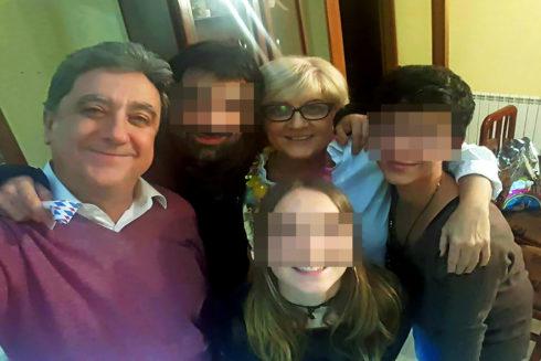 El ex delegado del Gobierno en Cataluña, Enric Millo, con su esposa y sus tres hijos.