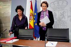 La ministra de Trabajo, Magdalena Valerio, junto a la ministra Portavoz, Isabel Celaa.