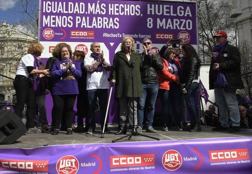 La alcaldesa de Madrid, Manuela Carmena, en el acto con los sindicatos.