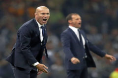 Zidane, con Allegri al fondo, en la final de la Champions de 2017.