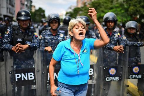 Venezuela sale a la calle mientras siguen los fallos eléctricos