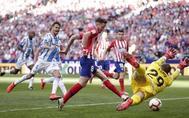 Saúl bate a Lunin tras el rechace del penalti.