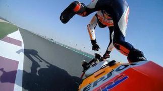 Lorenzo debuta en Honda con mal pie: caídas y quejas a la organización