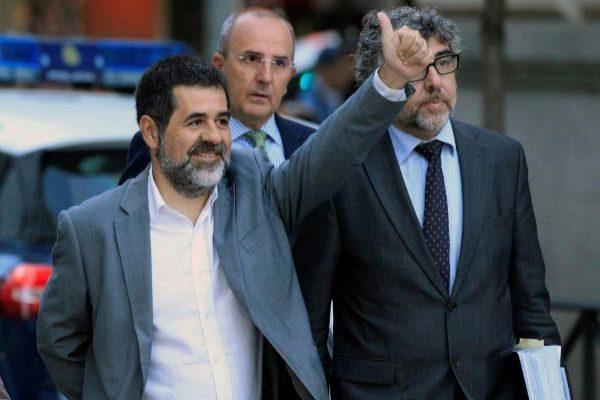 Foto de archivo de Sànchez junto a su abogado