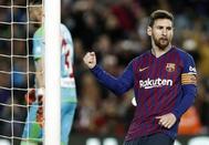 GRAF1839. BARCELONA.- El delantero argentino del FC Barcelona, Lionel Messi, celebra su gol anotado ante el <HIT>Rayo</HIT> Vallecano durante el partido correspondiente a la jornada 27 de la Liga Santander disputado hoy en el Camp Nou, en Barcelona.