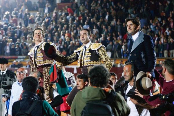 El Juli, Ponce y Diego Ventura, a hombros.