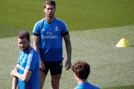 Ramos y Nacho, durante el entrenamiento del sábado en Valdebebas.