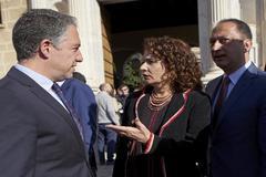La ministra María Jesús Montero, con Elías Bendodo y Alfonso Rodríguez Gómez de Celis el pasado 28F.