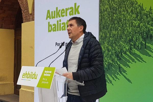 Arnaldo Otegi en el acto preelectoral en Portugalete.