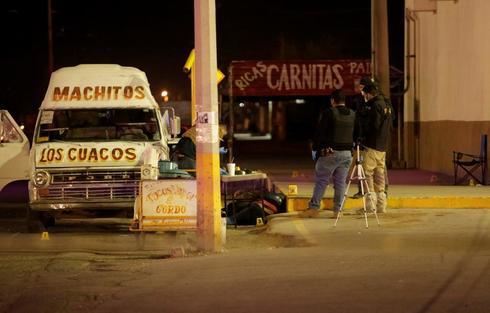 La policía investiga la muerte de dos hombres tiroteados en Ciudad Juarez.