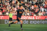 GRAF2387. GERONA.- El centrocampista del Valencia <HIT>Ferran</HIT> <HIT>Torres</HIT>, celebra su gol ante el Girona, el del 2-3, durante el partido correspondiente a la jornada 27 de la Liga Santander disputado esta tarde en Montilivi, Girona.