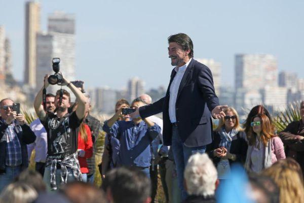 El alcalde de Alicante, Luis Barcala, en el acto de este domingo con Pablo Casado.