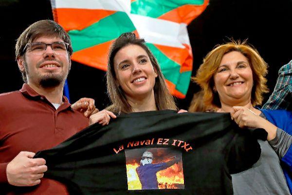 Irene Montero, con una camiseta de apoyo a los trabajadores de La Naval, ayer en un acto en San Sebastián.
