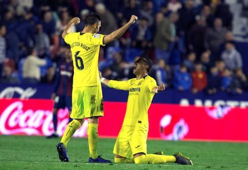 Los jugadores del Villarreal celebran el triunfo ante el Levante.