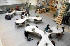 Trabajadores en un espacio de coworking.
