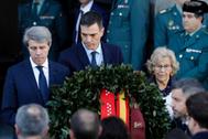 Ángel Garrido, Pedro Sánchez y Manuela Carmena, en el homenaje.