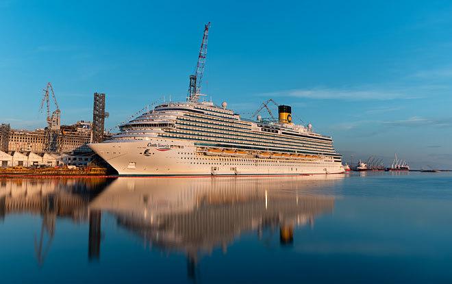 El nuevo 'Costa Venezia' antes de zarpar rumbo a China recreando la ruta de Marco Polo.
