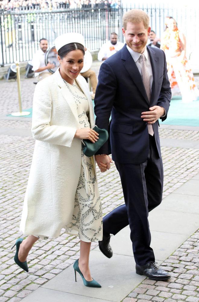 La duquesa de Sussex ha dejado sin palabras con un look al más puro...