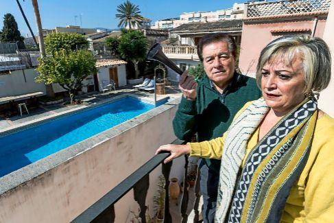 """Vivir rodeado de viviendas turísticas: """"No salen de las casas para nada. Lo único que hacen es beber y gritar"""""""
