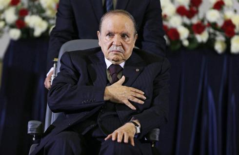 MOH07. ARGEL (ARGELIA).- Imagen de archivo realizada el 28 de abril de 2014 que muestra al presidente de Argelia, <HIT>Abdelaziz</HIT> Buteflika, mientras jura el cargo durante el inicio de su cuarto mandato, en Argel (Argelia). Buteflika anunció este lunes en un mensaje a la nación que no se presentará como candidato a las próximas elecciones y que estos comicios, previstos para el próximo 18 de abril, quedan pospuestos.