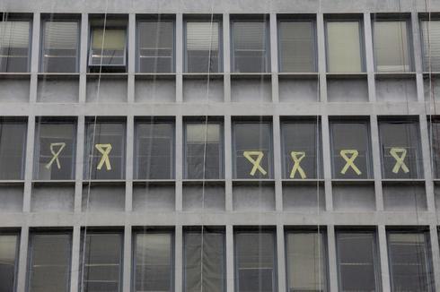 Fachada de la Consejería de Agricultura de la Generalitat con lazos amarillos de apoyo a los golpistas encarcelados.