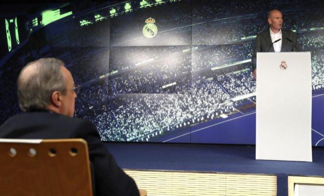 Florentino Pérez y Zinedine Zidane, en la presentación en el Bernabéu.