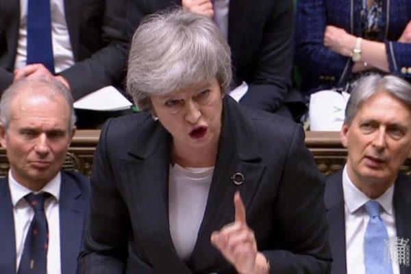 Theresa May responde en la Cámara de los Comunes el 6 de marzo.