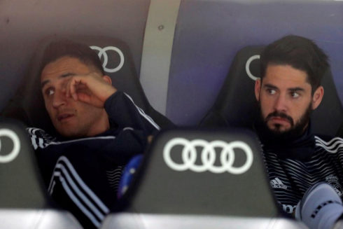 GRAF6983. MADRID.- El portero Keylor Navas (i) e <HIT>Isco</HIT> Alarcón, ambos del Real Madrid, antes del partido de la 26ª jornada de Liga en Primera División que Real Madrid y FC Barcelona juegan esta noche en el estadio Santiago Bernabéu, en Madrid.