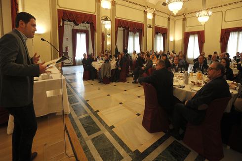 El alcaldable de Compromís al Ayuntamiento de Castellón, Ignasi Garcia, este lunes, en el acto celebrado en el Casino Antiguo.