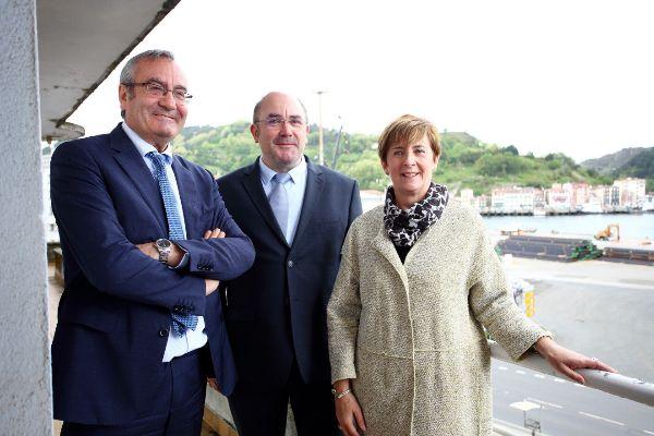 Garciandía, junto al ex presidente de puerto del Estado José Llorca y la consejera Arantxa Tapia.
