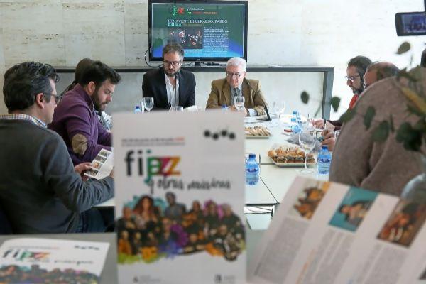 Josep Vicent y el diputado de Cultura, César Asencio, durante la presentación a los medios.