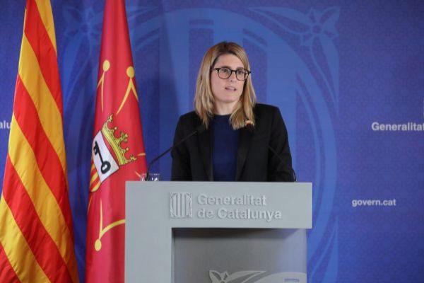 GRAFCAT5493. BARCELONA.- Fotografía facilitada por la Generalitat de la consellera de Presidencia y portavoz, Elsa <HIT>Artadi</HIT>, durante la rueda de prensa posterior a la reunión que el gobierno catalán ha celebrado este lunes en Aran, en la que ha anunciado que el presidente Torra prevé relevar la semana que viene a las conselleras Elsa <HIT>Artadi</HIT> y Laura Borràs, que se incorporarán a las listas electorales de JxCat para este próximo ciclo electoral y que serán sustituidas al frente de sus departamentos por otras dos mujeres. Rubén Moreno