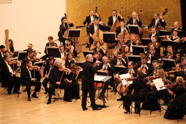 Valery Gergiev al frente de la Orquesta Mariinsky, en el ADDA