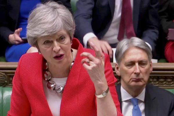 Resultado de imagen para Fotos de la intervención de Theresa May hoy en el Parlamentario